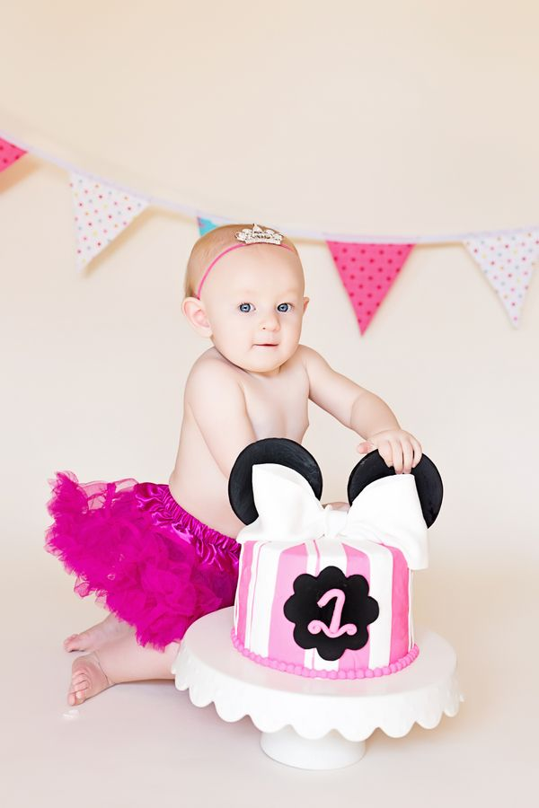 Hannahs Minnie Mouse First Birthday Cake Smash Birthday cake