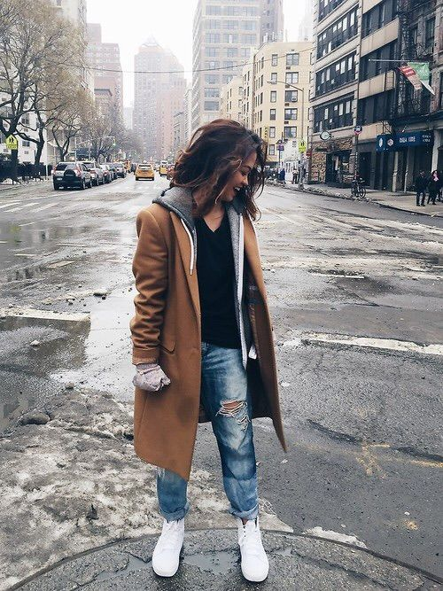 f751bd37b61 Image via We Heart It  brunette  fashion  girl  longhair  rippedjeans   smile  style