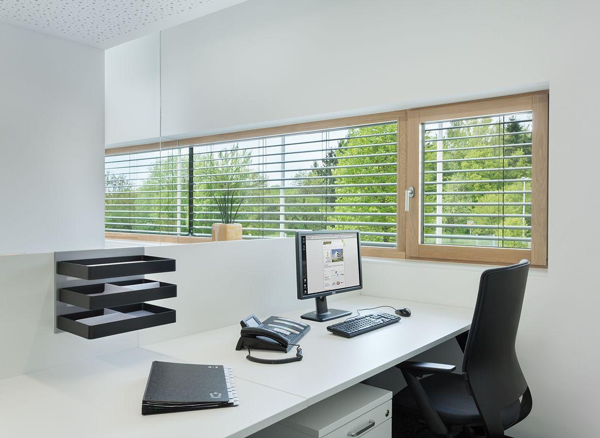 Ergonomischer bürostuhl weiß  ergonomischer Bürostuhl, Schreibtisch, Ablagen, weiß, Fenster ...