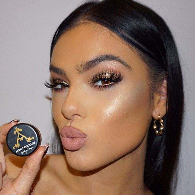 That GLOW ✨ The BEST pigment highlight powders by @artistcouture @mac_daddyy i used shade 'Gold Digger' on beautiful @fifi.anicah #makeupbyme #ginabadhen #lillylashes #artistcouture