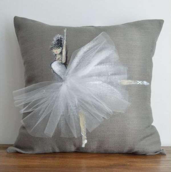 16 id es cr atives pour customiser un coussin pinterest tutu en tulle id es cr atives et. Black Bedroom Furniture Sets. Home Design Ideas