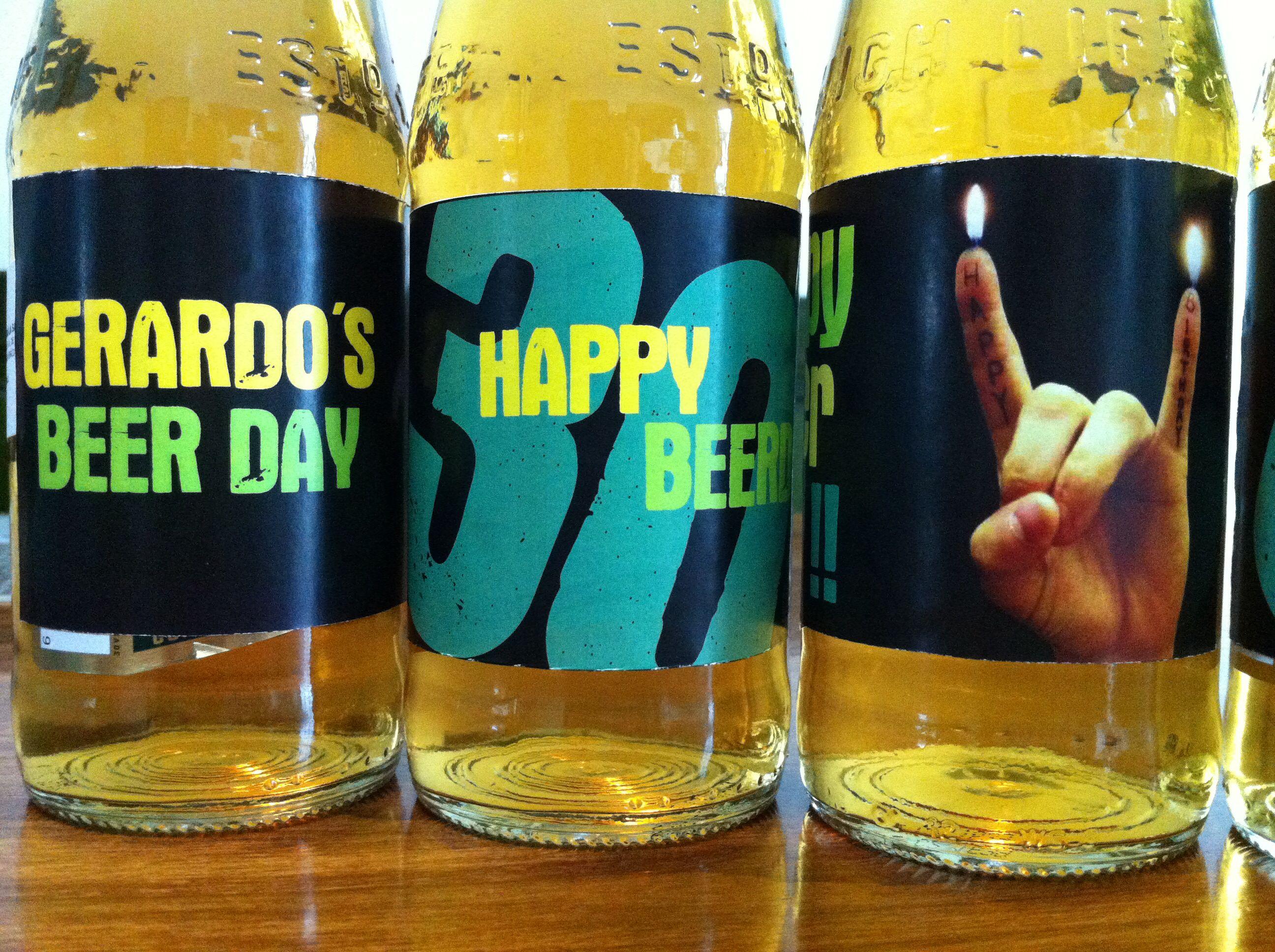 Botellas de cerveza personalizadas para el festejado. Happy beer day !!!!   Salud!!!.  Casita del detalle en facebook