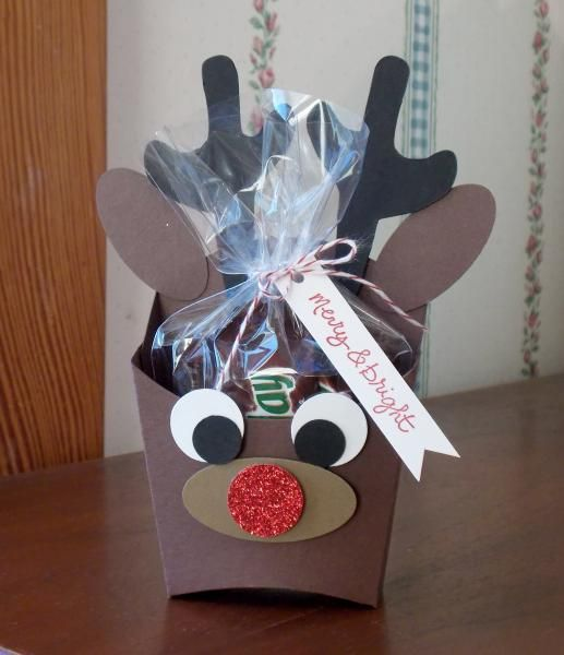 Here's the hostess gift I made this month using the Fry Box Die. See more details on my blog:)http://laurasworksofheart.blogspot.com/2014/12/reindeer-fry-box.html  Description