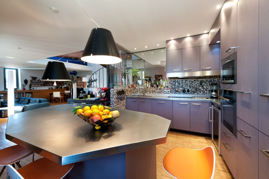 Une cuisine originale par sa couleur par Maurice Padovani