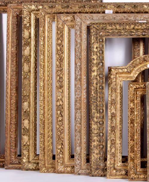 cadre en ch ne sculpt et dor profil renvers d cor de frises de feuilles d 39 acanthe epoque. Black Bedroom Furniture Sets. Home Design Ideas