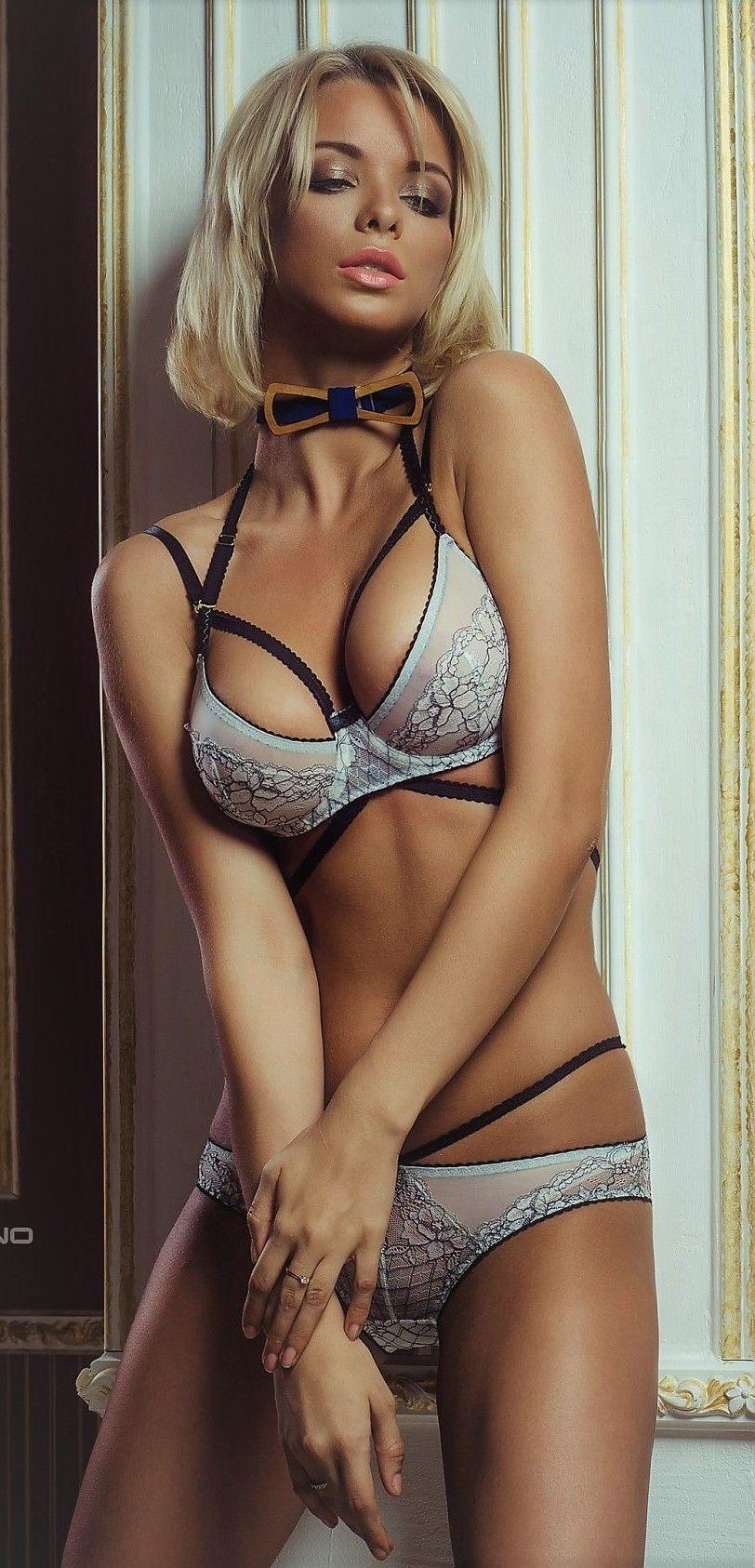 Hot petit women