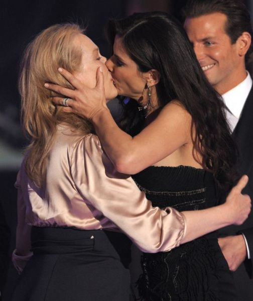 Best Lesbian Kisses Of Celebrities 40 Pics Sandrabullock Merylstreep