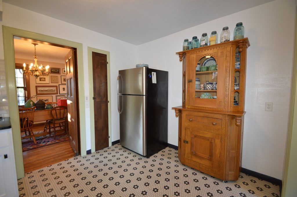 1839 Kenwood Ave Fort Wayne In 46805 Mls 201846932 Zillow Tall Cabinet Storage Zillow Home