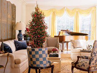 Antique Holiday Living Room - MyHomeIdeas.com   Simply ...