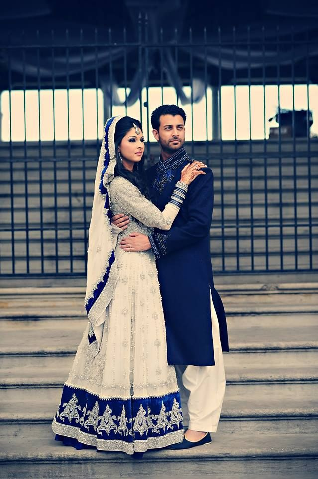 ugh, i wish the dulha wasn't in the pic, but i can't find a photo of the dulhan alone and i really HAVE to keep this on my board for future reference, because that white with  royal blue combination is absolutely stunning.