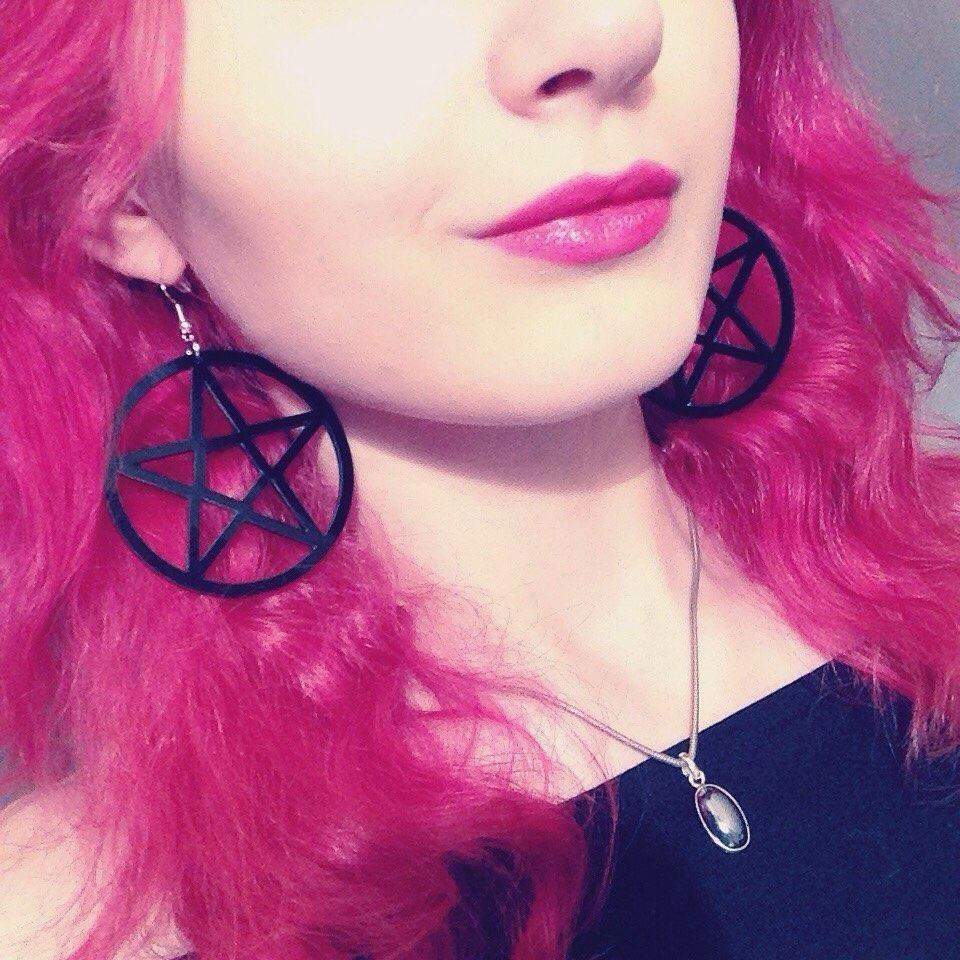 Diamond hoop earrings are completely popular nowadays
