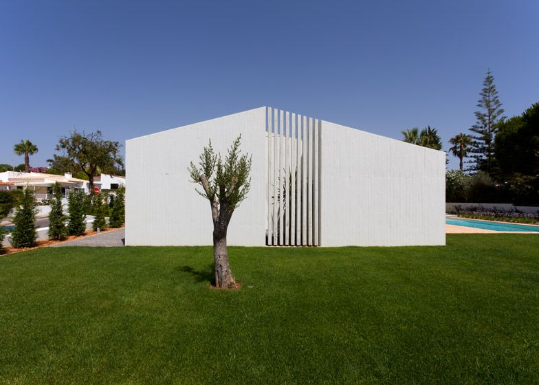 Atelier Data add concrete volumes and courtyards to an Algarve house