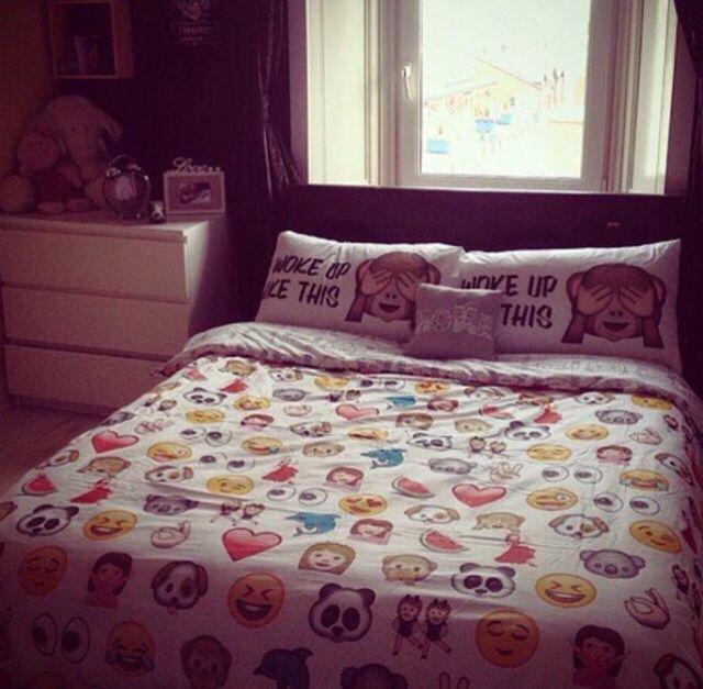 Dormify emoji bedding cute chloe pinterest emojis for Emoji bedroom ideas