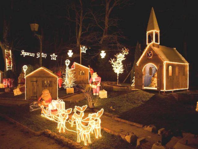 Une ville normande métamorphosée en village du Père Noël | French