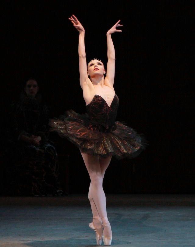 Sara Mearns in Peter Martins Swan Lake PLIÉ JETÉ CHASSÉ ALL DAY - dance resumeresume prime