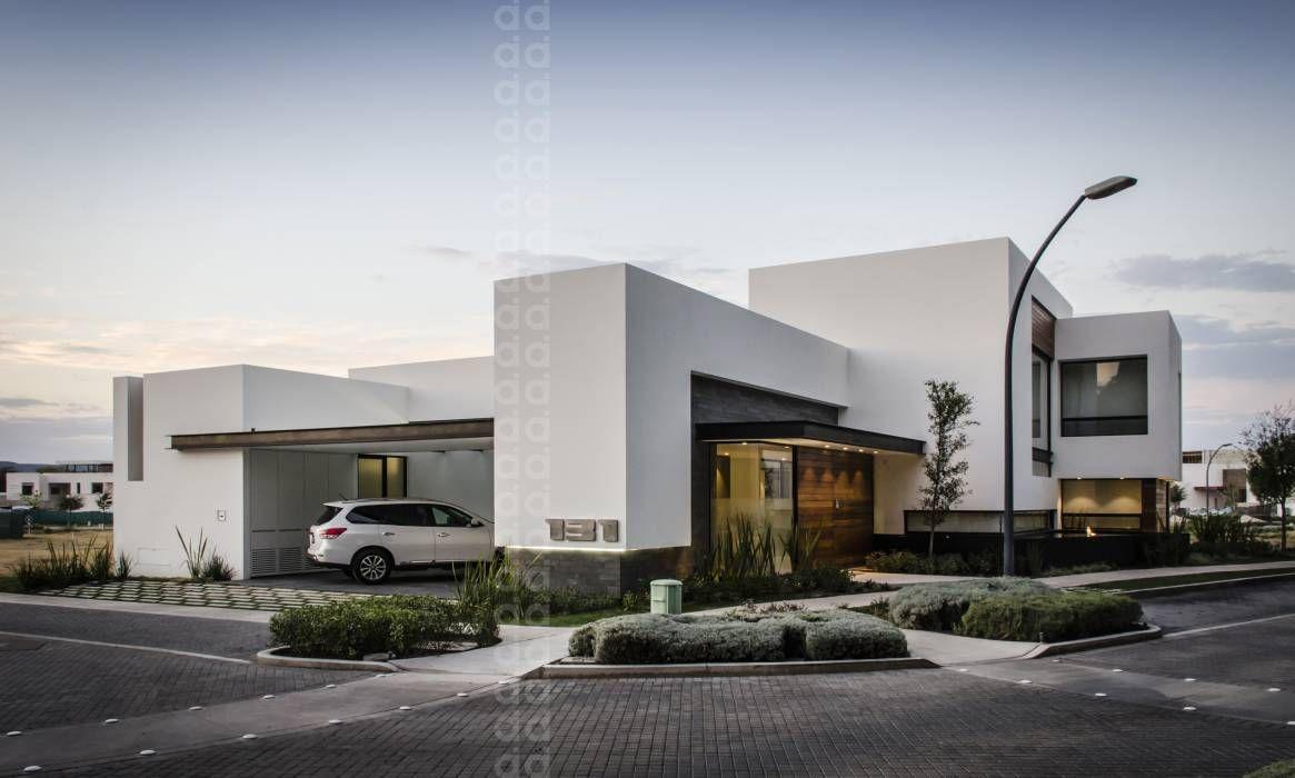 Casas de estilo por homify villas fachadas de casas for Casas modernas imagenes y planos