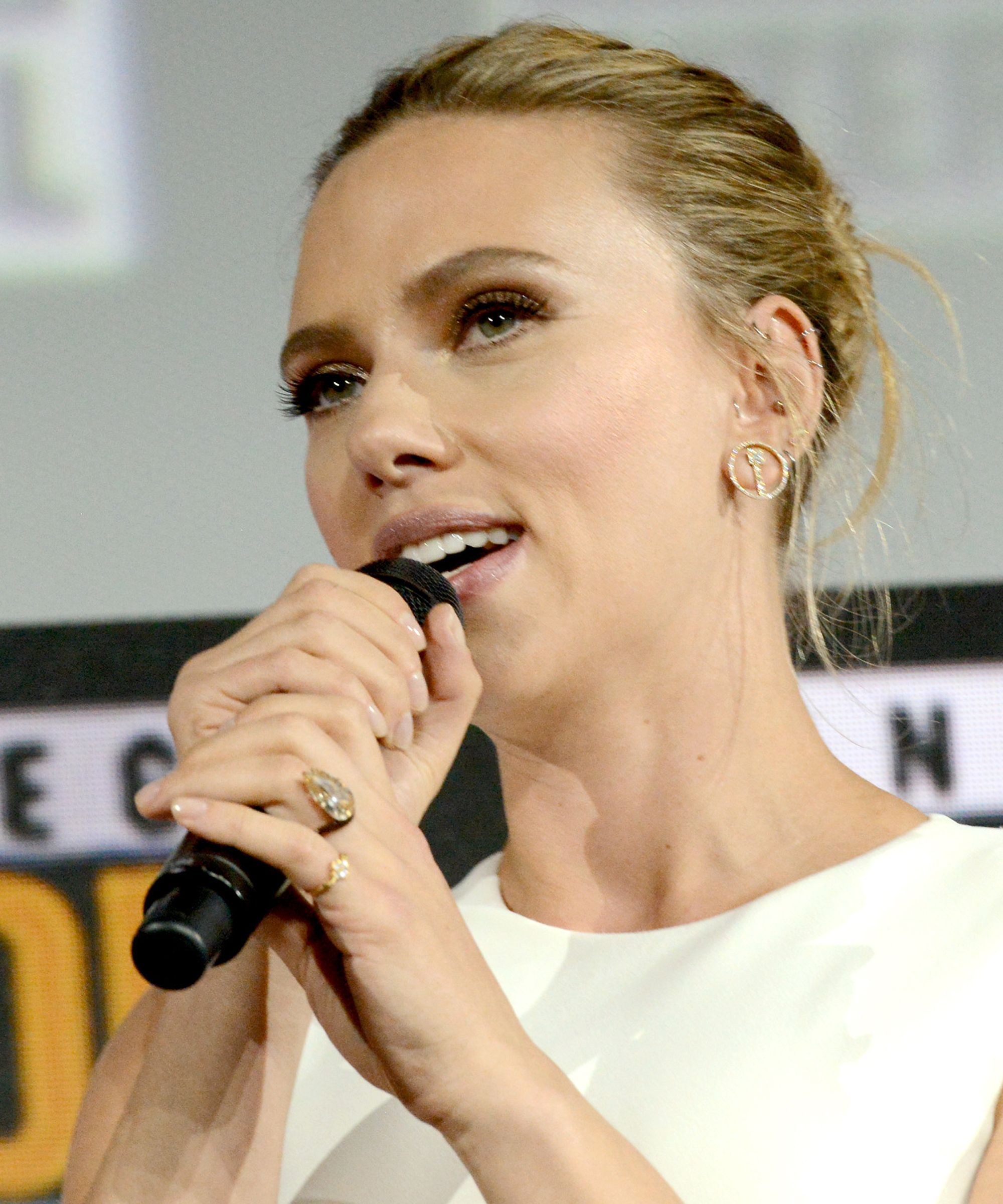 You Have To See Scarlett Johansson's Blinding 11Carat