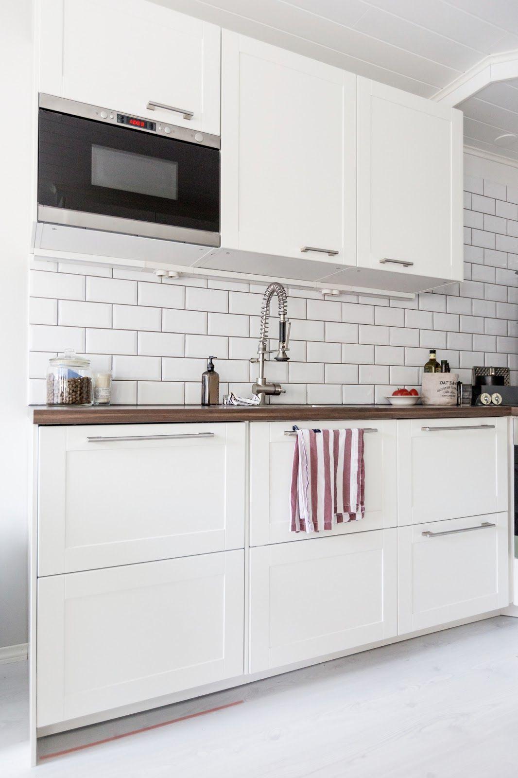 White kitchen / Subway tiles / White floor http://skiglari-norppa.blogspot.com