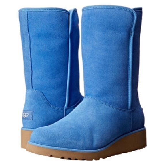 fdd3e87f6877c Brand new authentic classic short Amie UGG boots New in box
