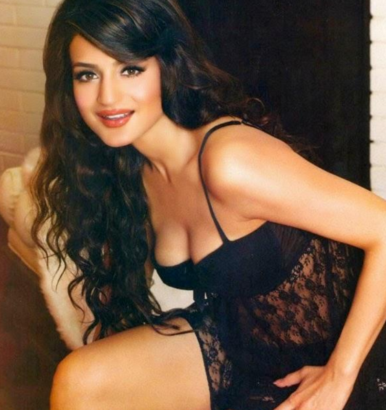 Amisha Patel Photos And Ameesha Beautiful HD Images