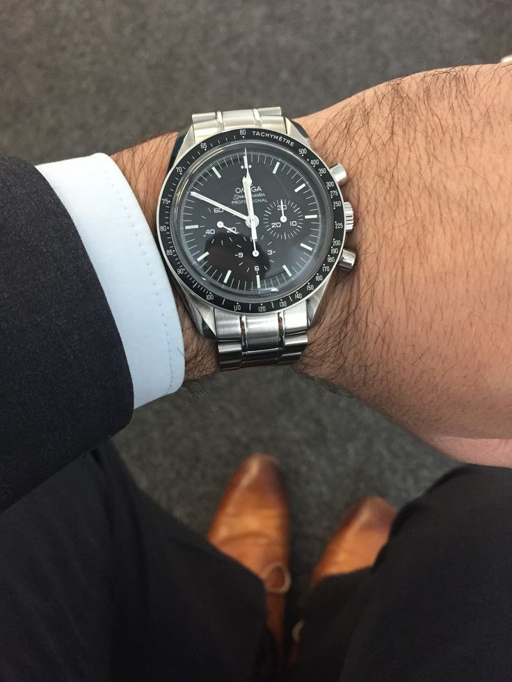 Omega Speedmaster Professional Moonwatch Chronograph - zeitlos elegant. #luxurywatches
