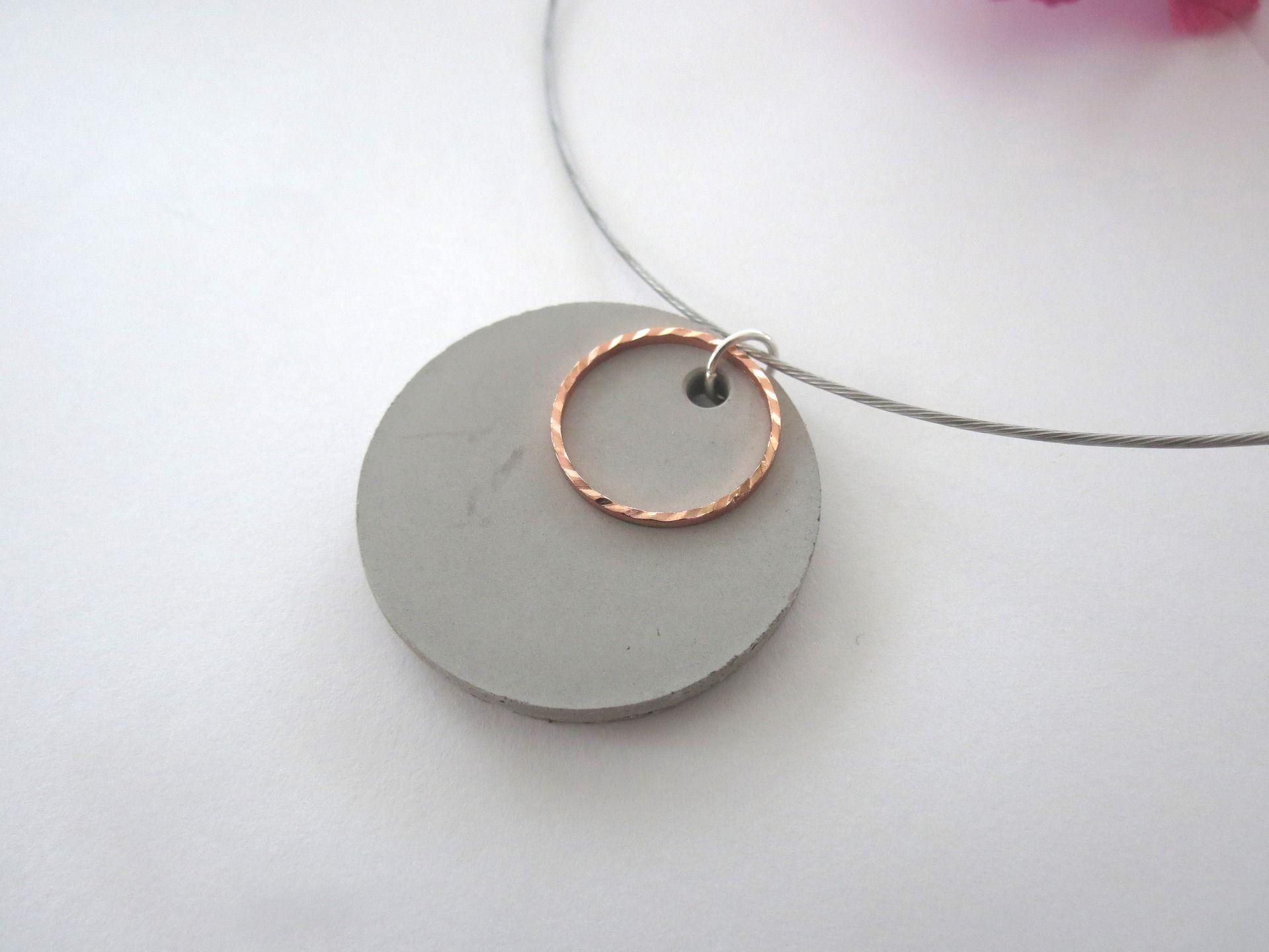 Collier moderne