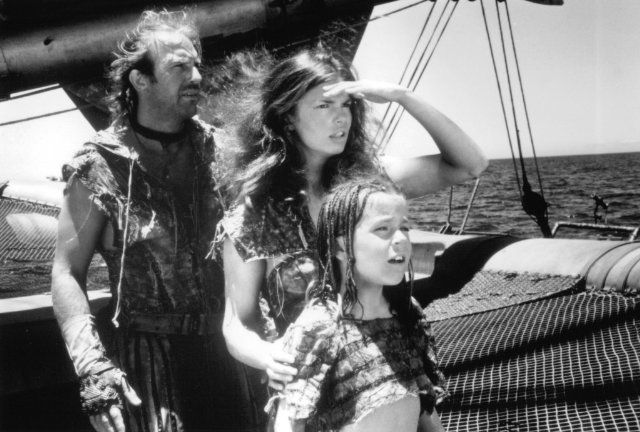 Still of Kevin Costner, Jeanne Tripplehorn and Tina Majorino in Waterworld (1995)