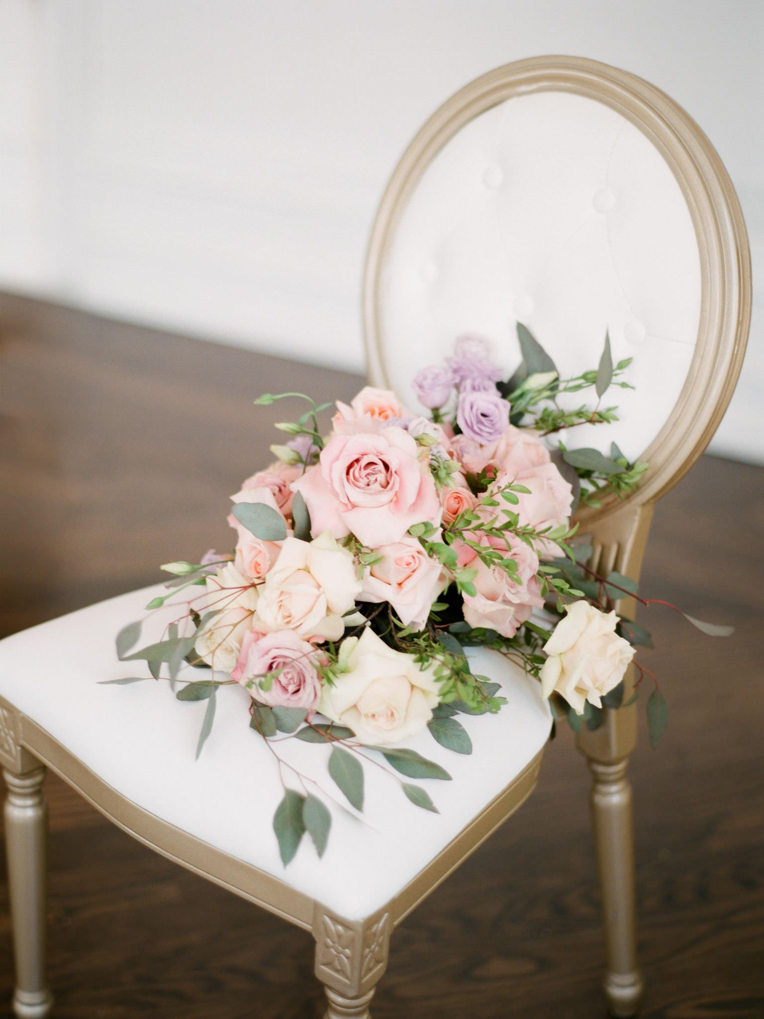 Natural flowy and luxe pastel bouquet toronto wedding florist natural flowy and luxe pastel bouquet toronto wedding florist peppermint co izmirmasajfo