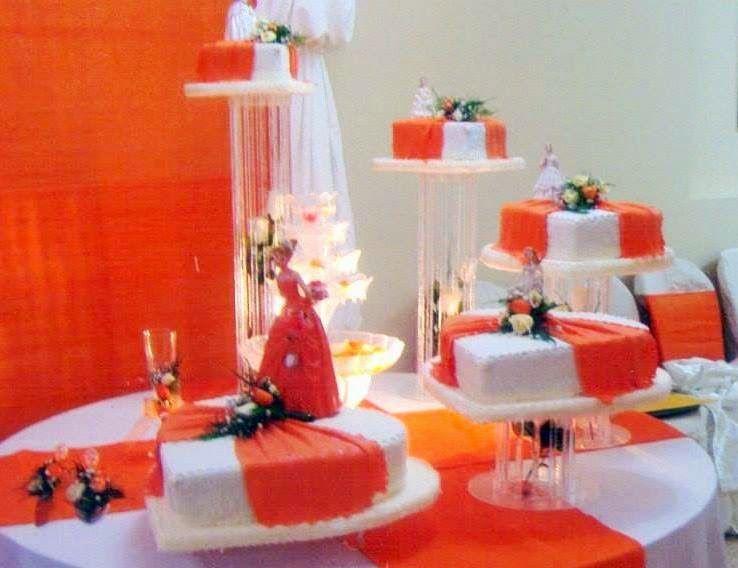 Puedes visualizar torta para un eventos especiales como lo es las fiestas matrimoniales. Contamos con detalles detalles exclusivos, flores decorativas y peldaños para hacer mas impactante la presentación.