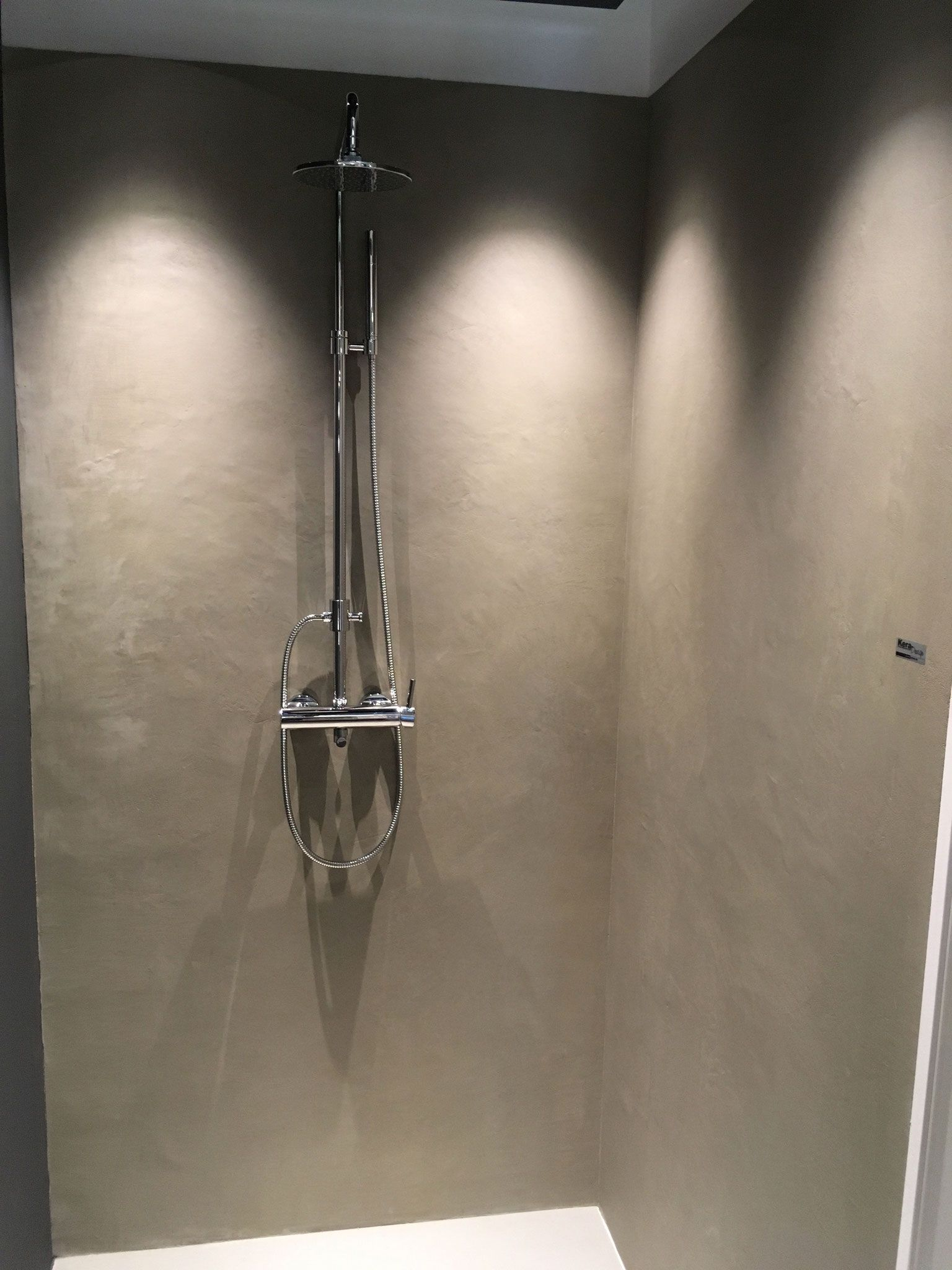 Carameo Fugenlos Wasserfester Putz Fur Die Dusche Dusche Putz Dusche Fliesen