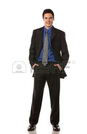 15121822-jonge-zakenman-staande-glimlachend-full-body-lengte-op-isoleer-witte-achtergrond.jpg (295×450)