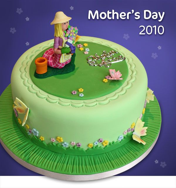 How to Decorate a Mother's Day Cake
