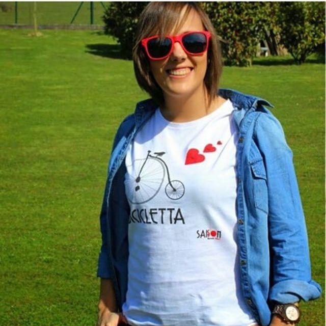 """Camiseta de mujer con diseño """"Bicicletta"""" de Saison, consíguela en nuestra fanpage https://www.facebook.com/Saison.camisetas"""