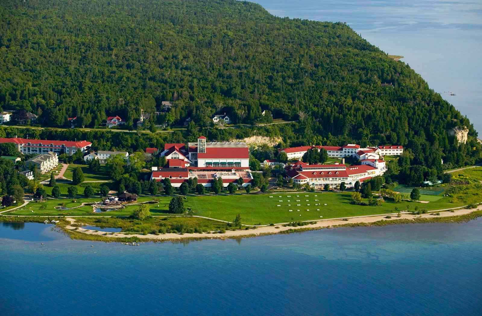 Best Places To Stay On Historic Mackinac Island Mackinac Island Michigan Mackinac Island Beautiful Places To Visit
