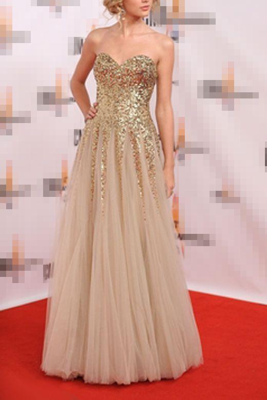 610c658ef14 Luxueuse robe de soirée longue décorée par des chic paillettes au bustier.