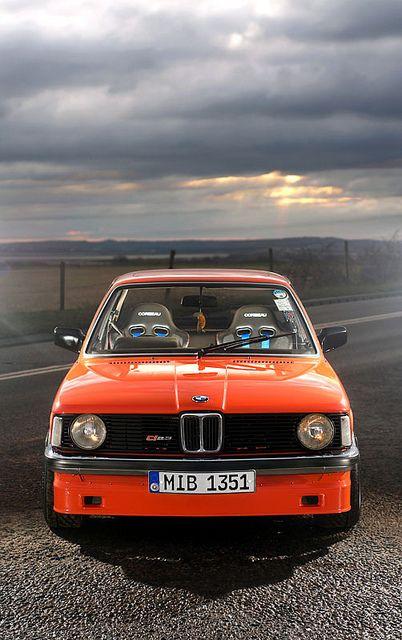 Alpina C1 / Alpina décida d'élargir son offre et proposa de 1980 à 1983 la C1 équipée du 2.3 de la 323i préparé à 170ch, ce qui permettait d'avoir une alternative entre la 323i de base de 143ch et la démesurée B6 de 218ch.