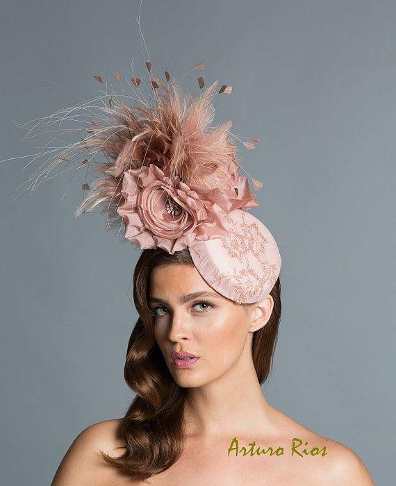 Fascinator de Blush sombrero cóctel Blush casco por ArturoRios c1c2a6e5e8a
