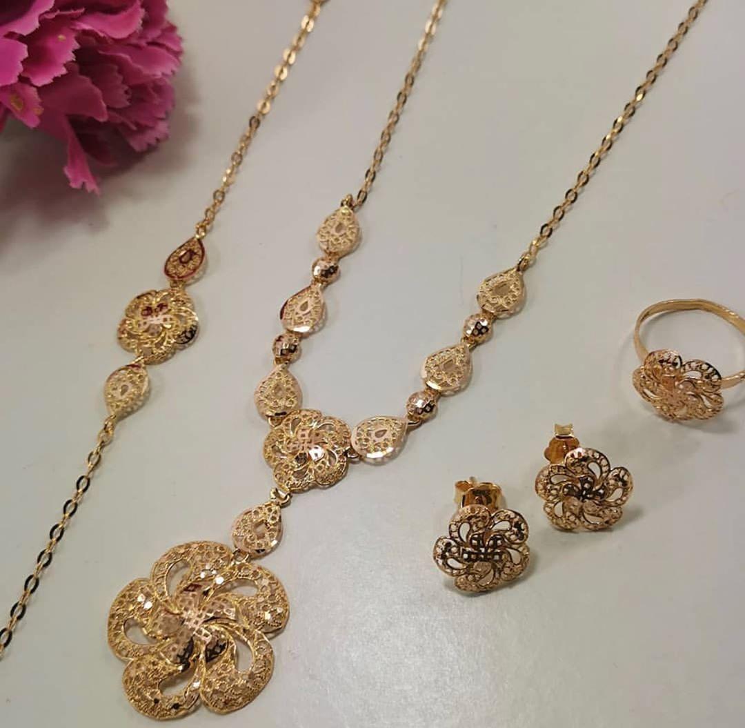 Bo Jowa طقم موديل حديث ذهب عيار ٢١ من مجوهرات بصمه للطلب والاستفسار عن الا Gold Necklace Designs Gold Jewelry Fashion Traditional Jewelry