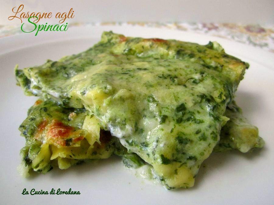 Le lasagne agli spinaci sono una deliziosa alternativa alle solite lasagne, più delicate e leggere ed estremamente morbide e cremose da sciogliersi in bocca