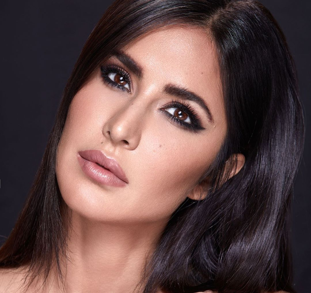 955k Likes 4 140 Comments Katrina Kaif Katrinakaif On Instagram Get The Iconic Smokey Eye Look With Kaybykatrina Step Katrina Kaif Katrina Smokey Eye