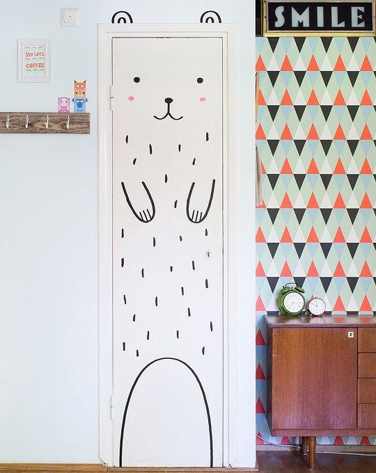 door-friend - Wallsticker 'Haru the happy bear' rosa – Made of Sundays 279 DKK
