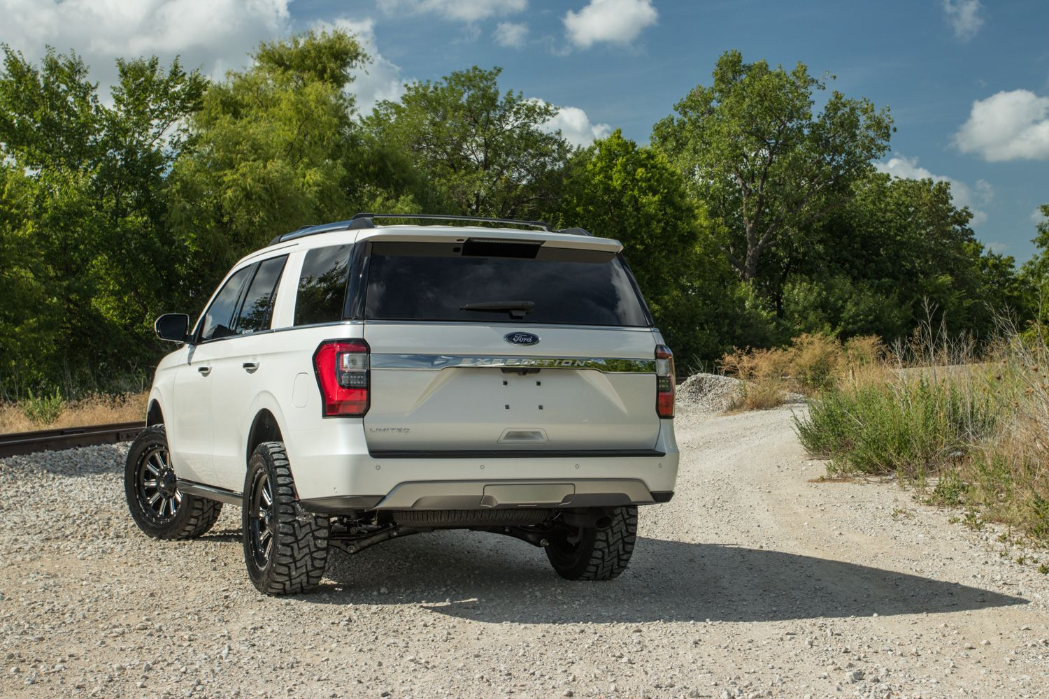Lifted Ford Expedition On 33 Inch Tires In 2020 Ford Expedition Expedition Ford
