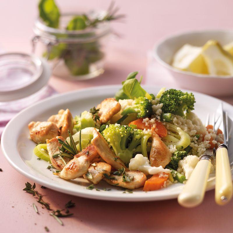 Kräuterhähnchen mit Gemüsecouscous Rezept | WW Deutschland
