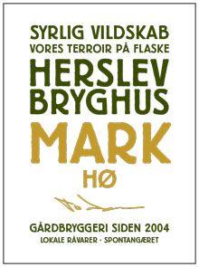 Mark Hø er en helt ny typel brygget på hø i stedet for humle. Den er syrlig og frugtig i smagen, da den er vildtgæret på hø - til gengæld har den ingen bitterhed fra humlen. Mark er terroir - vores landbrug, vores liv og vores kultur. Brygget udelukkende med råvarer fra Herslev, og dermed en øl, som smager af Herslev.