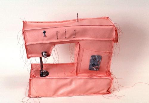As esculturas moles de Margarita Cabrera via Paper Dream Blog As esculturas de arame de galinheiro de Benedetta Ubaldini via My Modern Met O projeto Shades of Changing de de Marin Dearie via Follow…