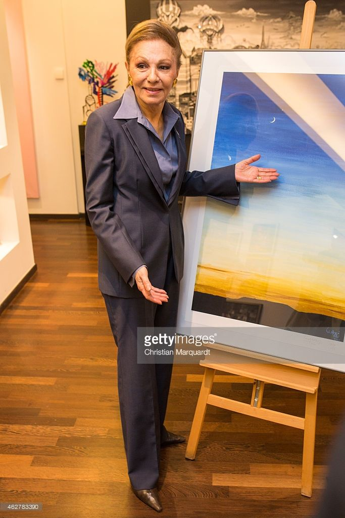 Mensing Galerie majesty farah pahlavi attends a press conference at galerie mensing