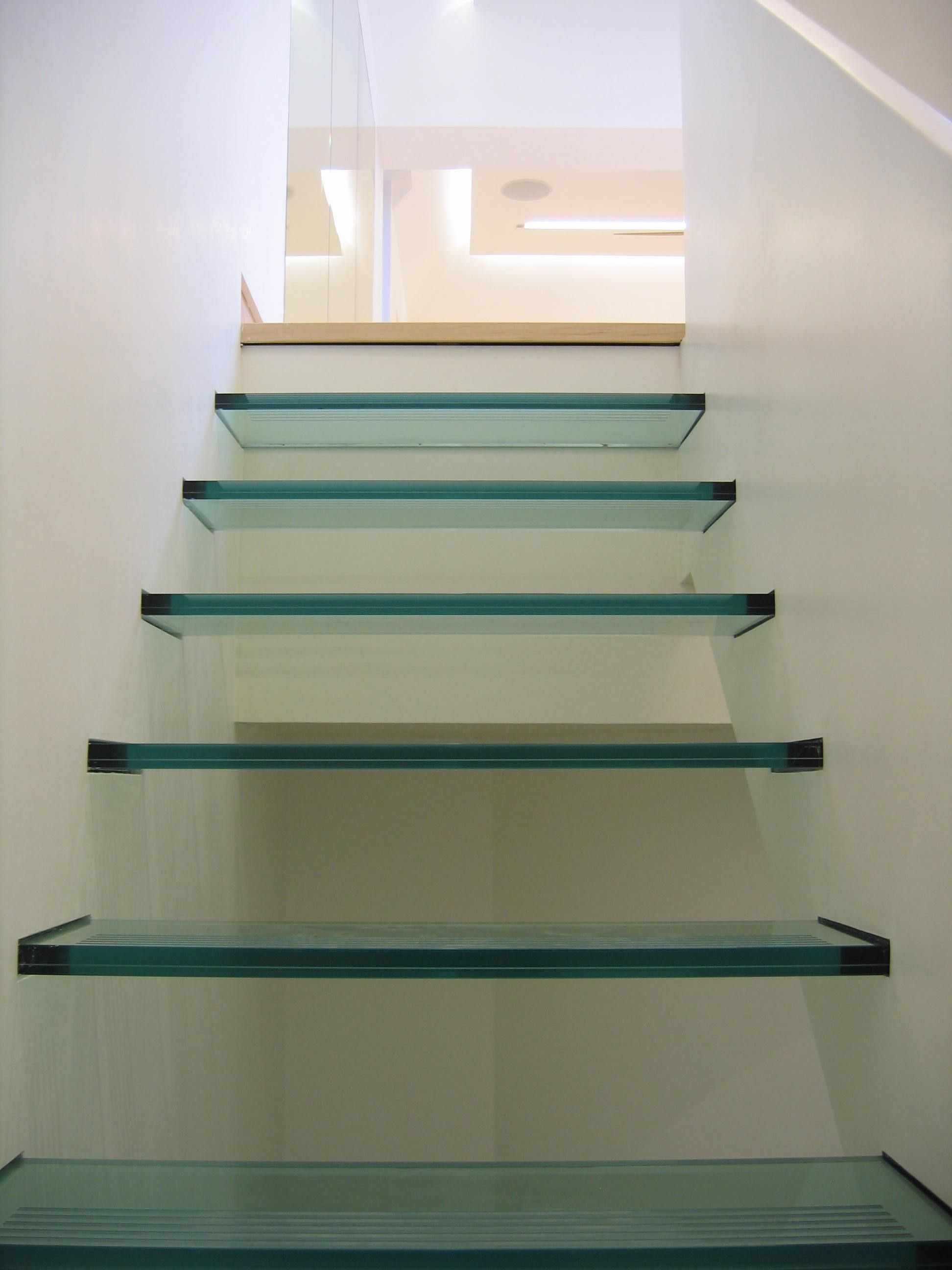 Culmax Floating Glass Staircase