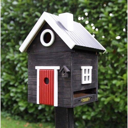 Der skal et lille hus til :) Så kommer fuglende helt af sig selv :-) Kombineret fuglehus og foderbært - sort