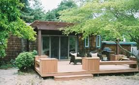 small decks - low deck built in seating