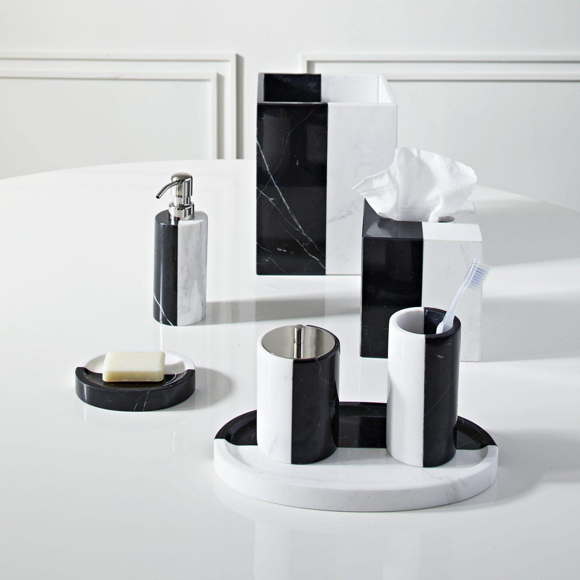 Des Accessoires De Salle De Bains En Marbre Noir Et Blanc Moderne Et